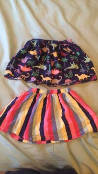 Size 5T girls skorts (Carter's)  Triangle, 22172