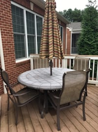 Outdoor Table, umbrella and 4 chairs GAINESVILLE