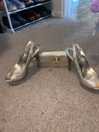 Sexy gold heels with wrist wallet size 6.5 Missouri City