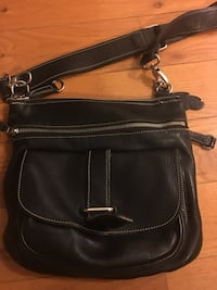 women's black leather shoulder bag Toronto, M1V 1A9