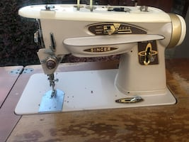 Vintage Singer Sewing Machine In Wood Case/Table & Stool