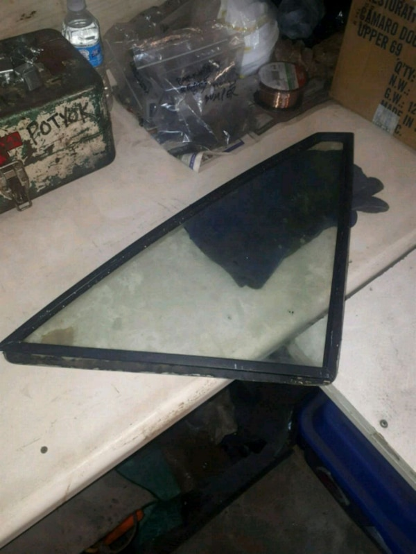 Passengers side quarter window from 84 mustang
