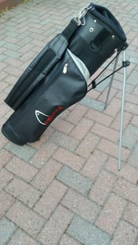 HEAD SUNDAY GOLF BAG WITH BUILT IN STAND  Excellen Barrie, L4M