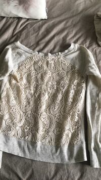 gray and white floral scoop neck long sleeve shirt Edmonton, T6L 7E1
