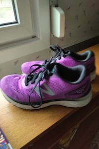pair of New Balance sneakers size 5 just worn a view times ,like new.