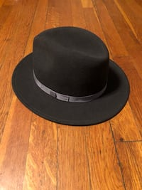 Country Gentleman fedora Hat paid $60 size Medium. Excellent condition! Never worn currently at Macy's Washington, 20002