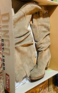 Dingo Taupe suede slouch boots size 61/2 like new with box