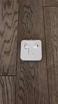 white Apple EarPods with case Vaughan, L6A 1S2