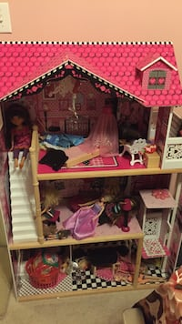 pink and purple wooden doll house Baton Rouge, 70810