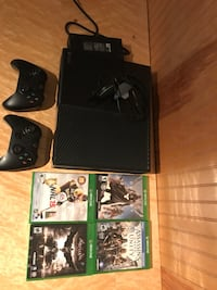 Xbox One with 4 games, 2 controllers and a headset Randall, 53181