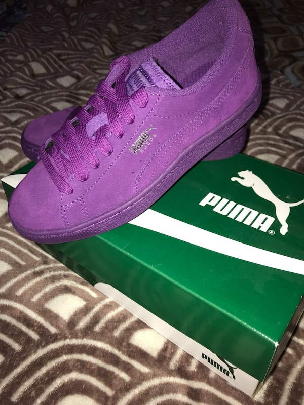 Pair of purple puma low-top sneakers with box