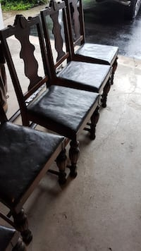 Dining Room Table and Chairs - Solid Mahogany!! null