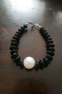 Black and pearl bracelet