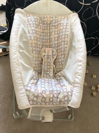 baby's white and gray bouncer Davenport, 33897