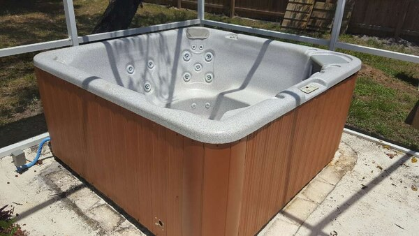 Used Imperial Spa hot tub for sale in Bradenton - letgo