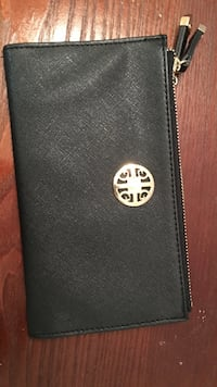 black zip case Fairfax, 22030