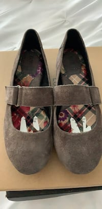 Girls  Born shoes size 7.5. Wore  once  Derwood, 20855