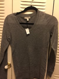 Cashmere xs sweater with free gift-brand new  5.0 ear buds Washington, 20024