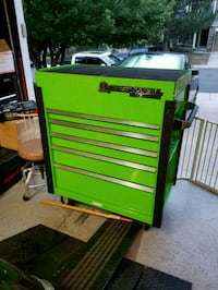 green and red Snap-On tool cabinet Aurora, 80013