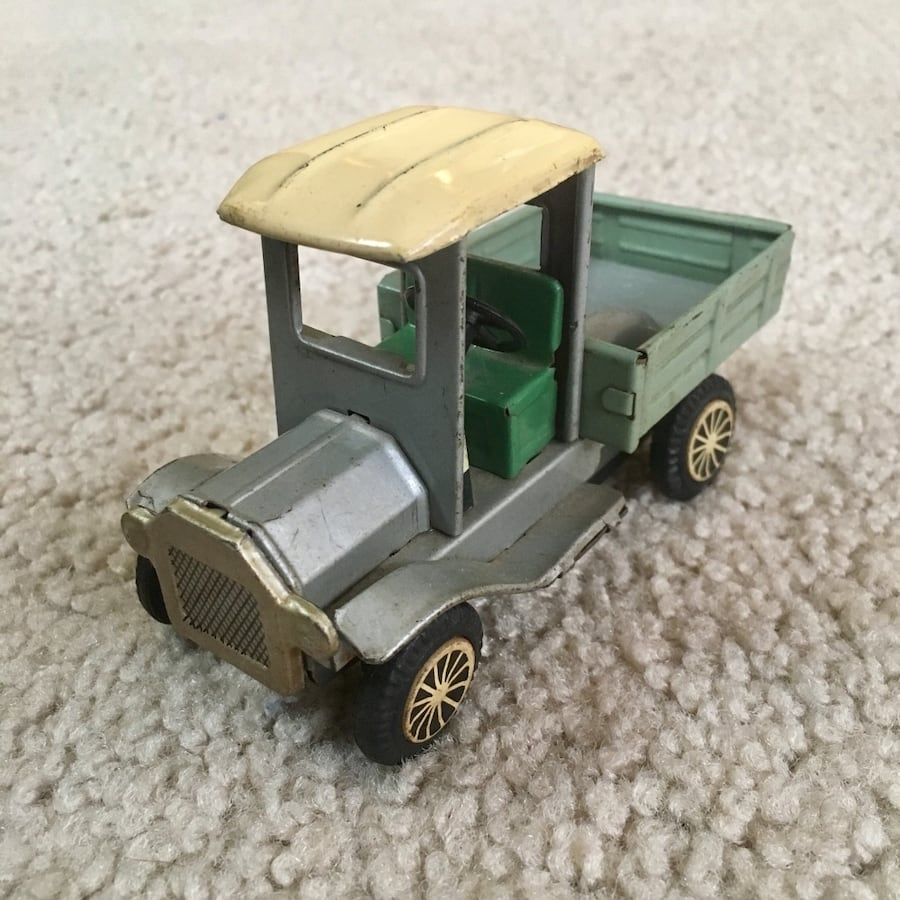 Vintage 1950s Tin Litho Friction Pickup Truck - Ford Model T - RARE!!