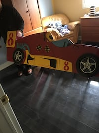 yellow and black car bed frame 552 km