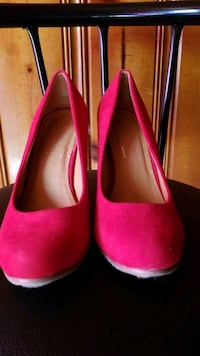 pair of red suede pumps  Saint Paul, 55119