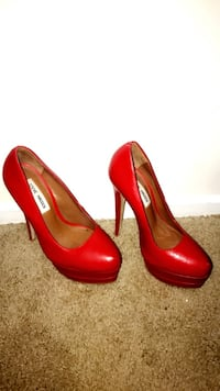 Pair of Steve Madden red leather pumps Washington, 20005