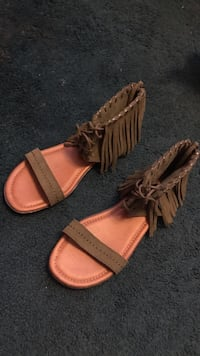 pair of women's fringe brown-and-pink open-toe ankle-strap flats Oxnard, 93036
