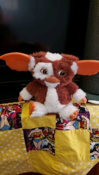 Singing Gizmo from Gremlins movie