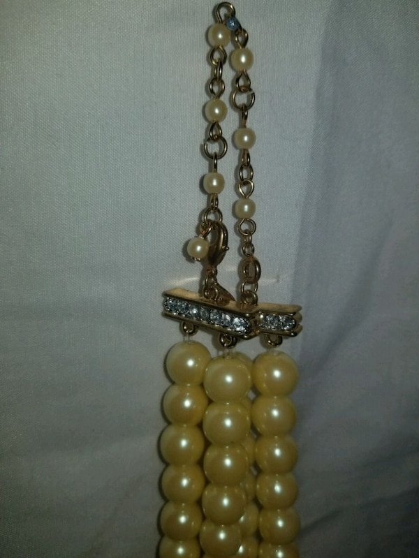 necklace and earrings  31f39980-b4ee-4ec6-84ff-2f1f8d91379e