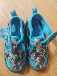 New kids size 9 water shoes  Cambridge