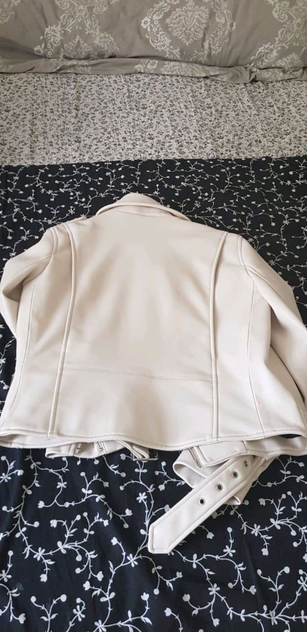 brand new leatherette for sale 004a434b-4efe-4421-ae52-875829328aff