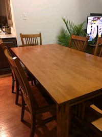 Solid wood table and.chairs  Jones, 49061