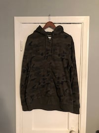 Camo hoodie with zipper size Large Washington, 20002