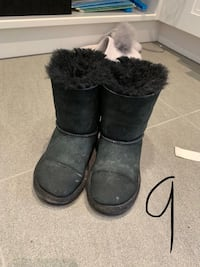 Size 9 uggs  Vaughan, L4H 0W9