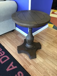 New solid wood end table  Virginia Beach, 23462