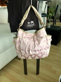 BRAND NEW Pink Coach Handbag   536 km