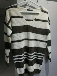 Sweater long loose fit Size XS Toronto, M6B 3J3