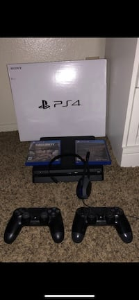 Ps4 500g 2 controllers and mic and 2 games hit me up