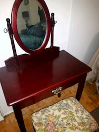 Cosmetic table and chair for sale Mississauga, L5M