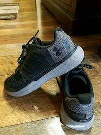 Under Armour youth shoes - size 5Y Swansea, 02777