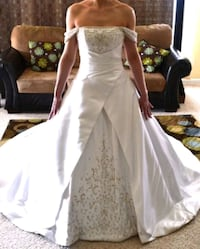 Alfred Sung A-line wedding gown - Size 8 Vancouver
