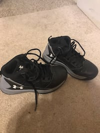 Size 2 boys under armor shoes Brooklawn, 08030