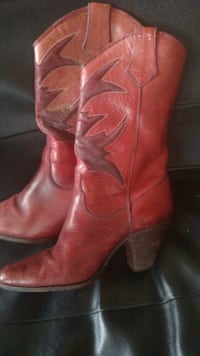 pair of brown leather boots Phenix City, 36869