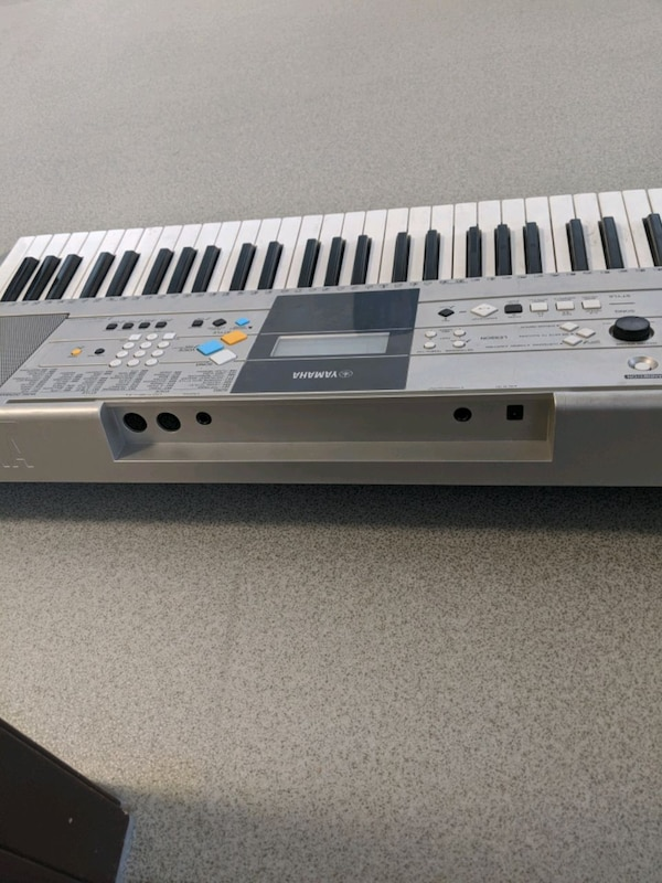Yamaha Keyboard....YPT320.    Gently used and well loved Keyboard.  13627c4d-d811-4beb-968c-cda3f7e862d3