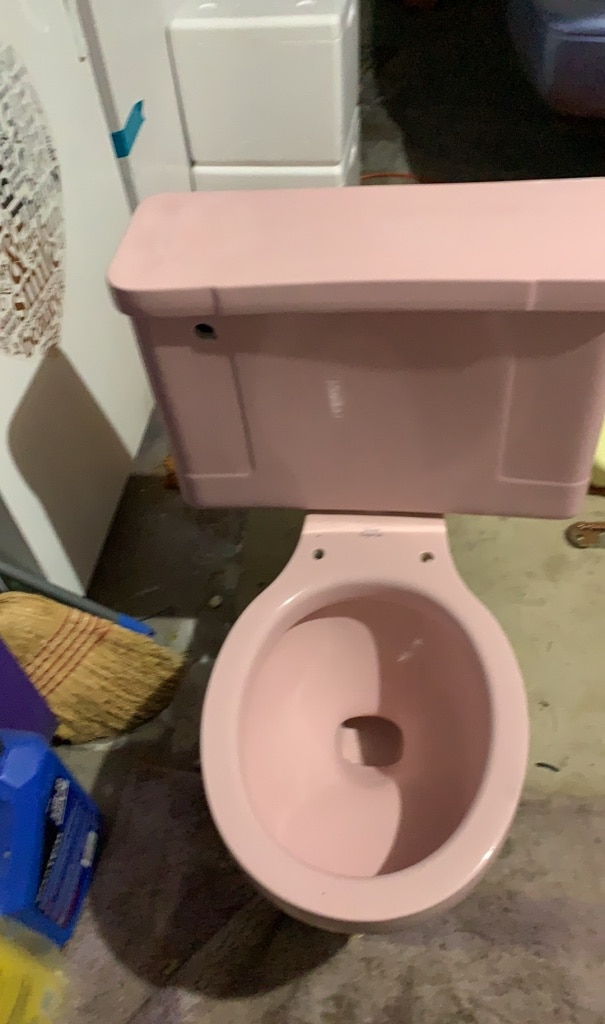 Photo Antique pink toilet (coral blush pink).