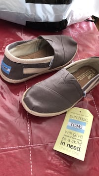 pair of gray Toms slip-on shoes Calgary, T2X 3T9