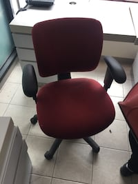black and red rolling armchair Brampton, L6T 2C6