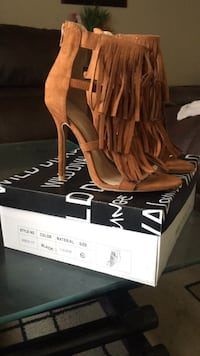 pair of brown fringe back-zip suede heeled sandals with box Coalinga