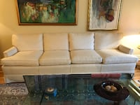 GORGEOUS COUCH - GOT TO SELL MOVING 786 km